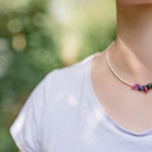 collier-rubis-saphir-emeraude
